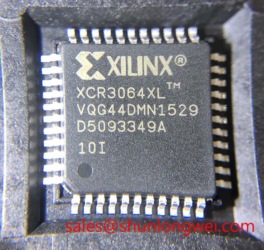 Xilinx XCR3064XL-10VQG44I